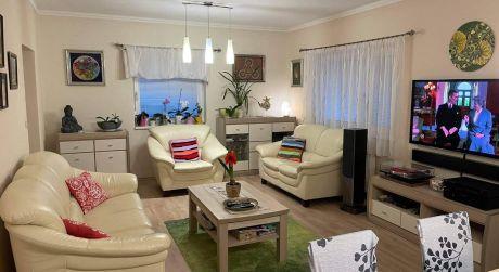 PREDAJ - Kompletne prerobený 4 izbový rodinný dom s garážou, Bene, Komárno
