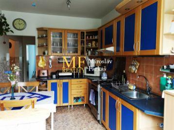 Exkluzívne na predaj  4+1 izbový byt v Petržalke , Jirásková ul. 205000€