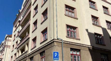 Slnečný priestranný 3,5 izbový byt na prenájom v Starom meste