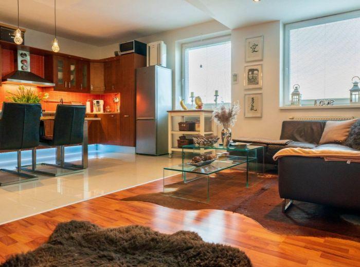 BUDATÍNSKA, 3-i byt, 83 m2 - VÝHĽAD, vlastný kotol, zariadený, parkovanie v cene