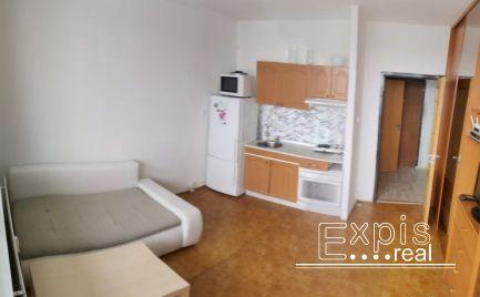 PRENÁJOM 1-izbový byt o rozlohe 41,5m 2. Situovaná v Petržalke na  ulici  Strečnianska  v Bratislave . Expisreal