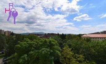 3 izbový byt, 2x loggia, 1x balkón, top lokalita, kopec zelene, výborná občianska vybavenosť!