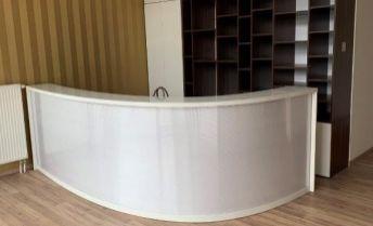 Priestor na nechtové štúdio, fyzioterapiu, poradenstvo, obchod, showroom 38 m² s parkingom - nákupné centrum TERNO