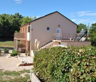 Ponúkame na predaj rekreačný apartmán na ostrove Vir.