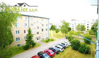 Výrazne znížená cena !!!3 izbový byt s balkónom v centre (bezproblémové parkovanie)