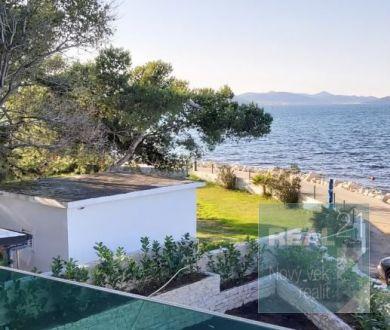 Ponúkame na predaj nádherný apartmán panoramatickým výhľadom na more - 5m od mora.