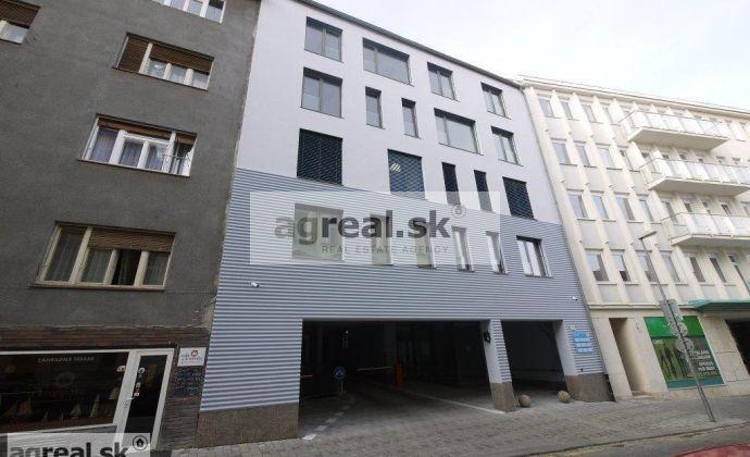 Klimatizované kancelárske priestory 235 m2 s možnosťou bývania, novostavba Panenská ul. + parking