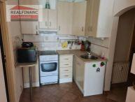 REALFINANC - 100% aktuálny - 2 izbový byt o výmere 50 m2 s 2x lodziou a pivnicou, čiastočná rekonštrukcia, sídlisko DRUŽBA, Trnava !!!