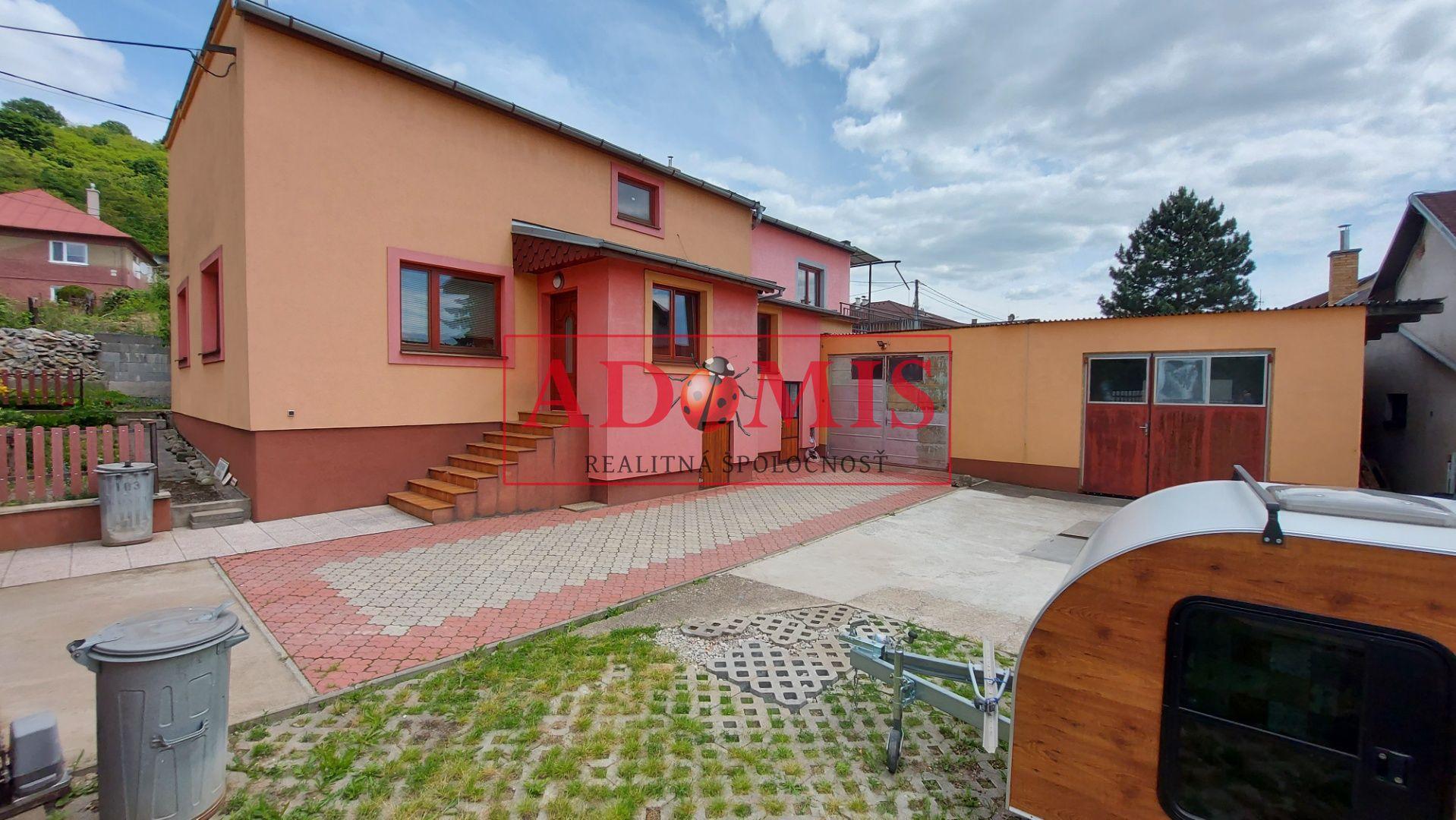 ADOMIS - Predám rodinný dom 2.podlažný, 740m2, 2 samostatné vchody,veľká garáž 2x, Jačmenná ulica Košice, mestská časť Vyšné Opátske