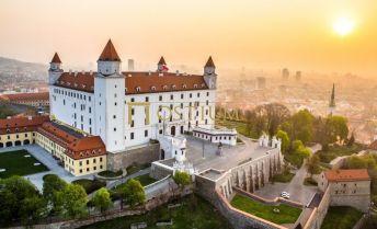 OSTIUM | Na predaj rodinný dom nedaľeko hradu | Bratislava - Staré Mesto / Palisády