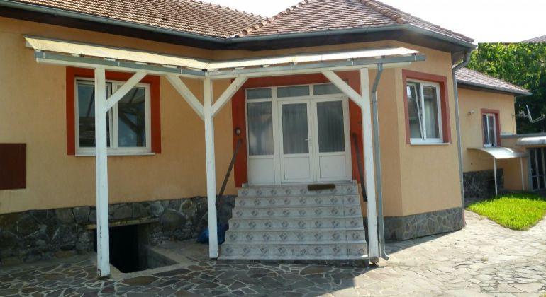 Na predaj 2 rodinné domy Lučenec - centrum