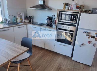 Areté real - Prenájom veľmi pekného 2 izbového bytu s parkovacím miestom v obci Viničné