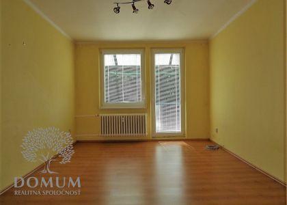 3i byt, 72 m2, širšie centrum Nového Mesta n/V, balkón, veľká komora