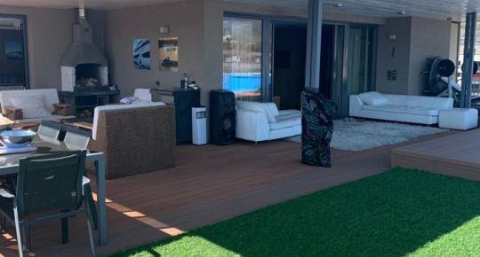 Luxusný veľkometrážny byt s privátnou plážou a bazénom