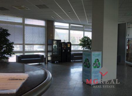 Kancelária 23m2 s umývadlom, vhodná i pre služby, Ružová dolina, Ružinov