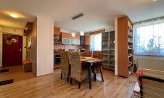 Pôvodne 3 izbový tehlový byt s vl. kúrením, Komárno, predaj