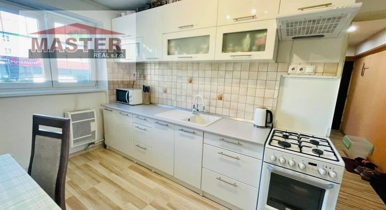 Na predaj pekný 3i veľkometrážny byt v Bánovciach n/B-Centrum