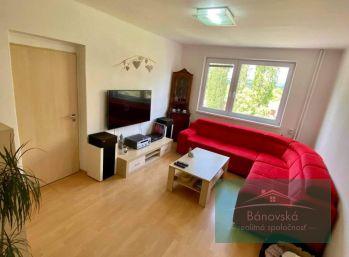 Bánovce nad Bebravou/ centrum 3 izbový byt s loggiou na predaj