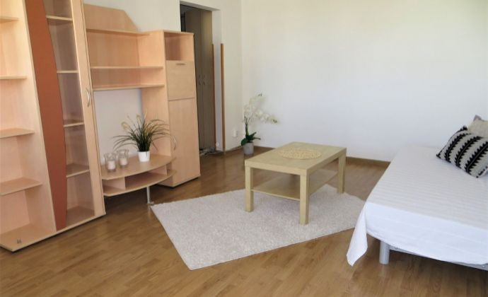 Best Real - zrekonštruovaný 1-izbový byt s loggiou na Karloveskej ulici.
