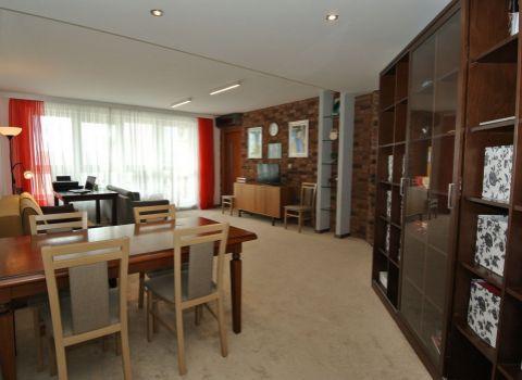 Prenájom- priestranný 4-izb. byt(117,5 m2) s 2 loggiami(spolu 14 m2) a 2 park. miestami v novostavbe EDEN Park(pri Štrkoveckom jazere, ul. Drieňová), BA II- Ružinov