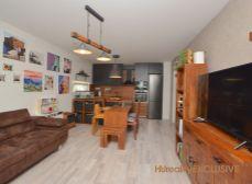 Predaj 3i byt s predzáhradkou, 2x parkovacie miesto - Viladomy, Rajka