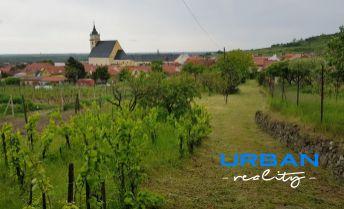 REZERVOVANÉ - Na predaj pozemok so starším RD vo Svätom Jure, nádherný výhľad, výborná tichá lokalita