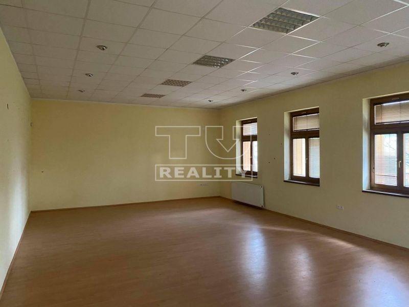 NA PREDAJ administratívna budova s pozemkom o rozlohe 1677 m2 v obci  Chrabrany