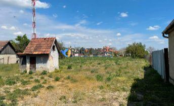 SUPER CENA ! HLAVNÁ ul. , VOZOKANY,  OKR. GALANTA, stavebný pozemok v obci s veľkou záhradou, VG