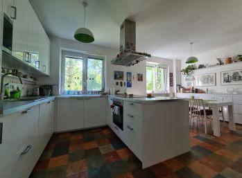 Predaj exkluzívneho veľkometrážneho 4.izb bytu v Nitre v centre pod hradom v tehlovej bytovke