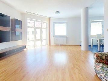 Ponúkame Vám na prenájom krásny, slnečný  3 izbový byt v Banskej Bystrici.