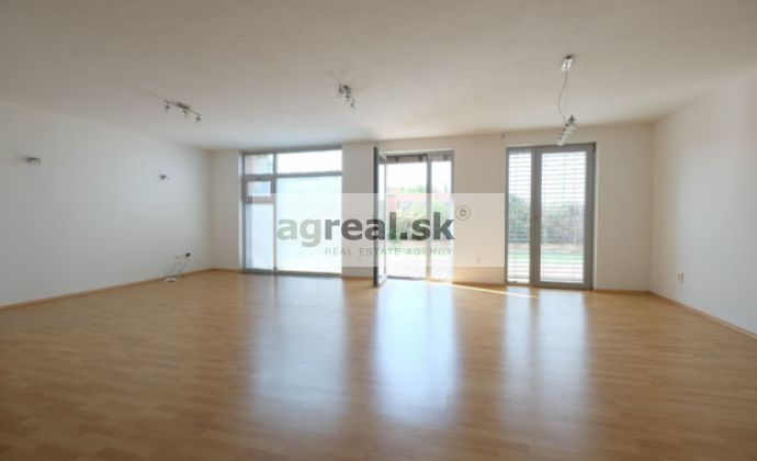 4-izb. byt s terasou a parkovaním / 3 bedrooms apt. with spacious terrace and parking - Fialkove udolie