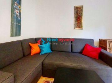 Realitná kancelária Nové bývanie ponúka na prenájom krásny, zariadený 2 izbový byt v Banskej bystrici na ulici Jilemnického.