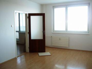 Prenájom veľkometrážneho dvojizbového bytu, 67m2, OV,  Hlavná ulica,