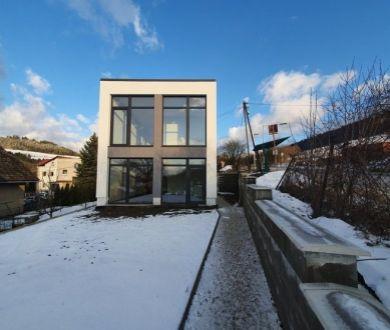 REZERVOVANÝ-Exkluzívne u nás! Ponúkame na predaj novostavbu rodinného domu v obci Zádubnie.