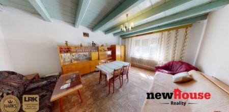 NA PREDAJ rodinný dom v pôvodnom stave a v krásnom prostredí na pozemku o rozlohe 1129 m2 + orná pôda 1523 m2 v obci Moravské Lieskové - časť Brestové