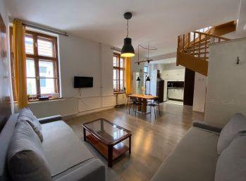 PROMINENT REAL prenajme kompletne zariadený 3 izb. mezonetový byt na Obchodnej ulici.