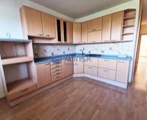 Veľký 3 izbový byt v centre mesta Šaľa.