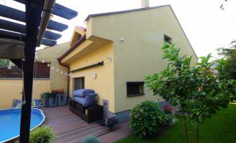 4-izbový RD s bazénom a krbom, posledný radový dom, Stupava