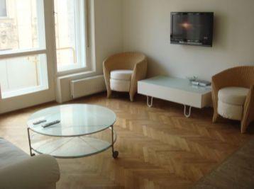 PROMINENT REAL prenajme pekný 3 izbový byt na Gorkého ulici v historickom centre Bratislavy.