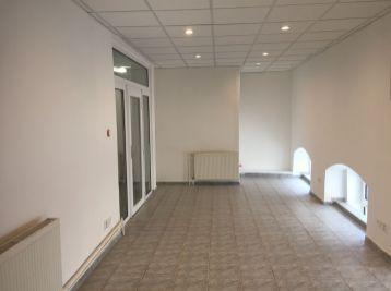 PROMINENT REAL prenajme nebytový priestor v historickej budove v Bratislave na Župnom námestí.