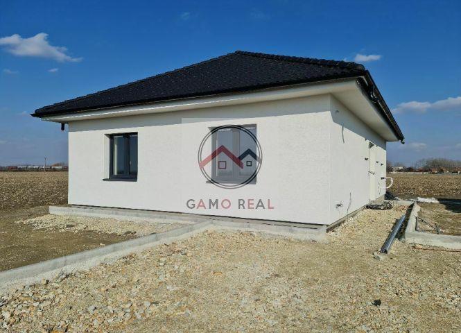 Rodinný dom - Topoľnica - Fotografia 1