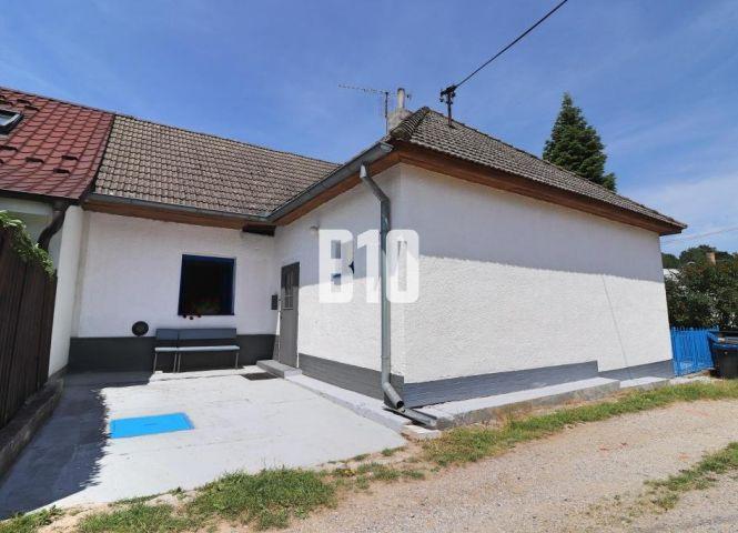 Rodinný dom - Mníchova Lehota - Fotografia 1