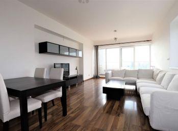 PROMINENT REAL prenajme priestranný, slnečný a moderne zariadený 4 izbový byt vo Vile Kalvária.