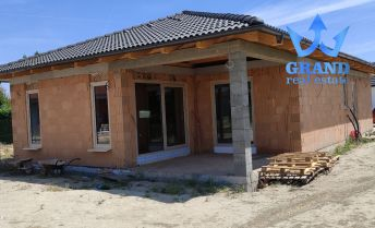 NOVOSTAVBA ! MAJERSKÁ UL., KRÁĽOVÁ PRI SENCI, 4i bungalov v novej lokalite, VG