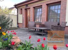 na PREDAJ čarokrásny domček so záhradkou v Senci.
