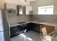 Prenájom priestranného a zariadeného  2-izbového bytu v novostavbe s terasou a predzáhradkou, BA II - Vrakuňa
