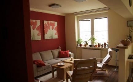 Zrekonštruovaný 2i byt s lodžiou, balkónom a veľkou (20 m2) pivnicou, v širšom centre mesta.