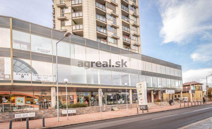 Obchodno - prevádzkový priestor vhodný na obchod, showroom,  služby, kancelárie 480 m2 vo Vienna Gate (1.posch)