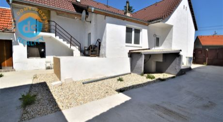Na predaj zrekonštruovaný rodinný dom s možnosťou zväčšenia, 1004 m2, Ostrov, okres Piešťany