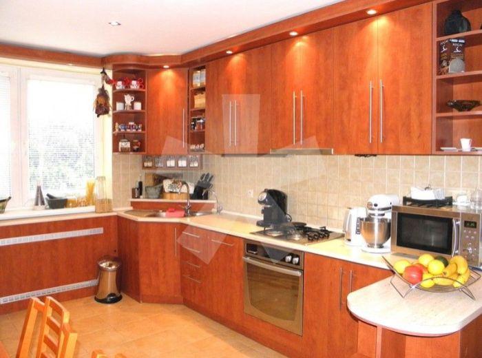PRENAJATÉ - PRI VINOHRADOCH - Rača, 3-i byt, 72 m2 – nadštandardne zrekonštruovaný, vhodný pre rodinu s deťmi, KOMPLETNE ZARIADENÝ